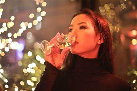 Come le donne stanno cambiando il consumo del vino in Cina