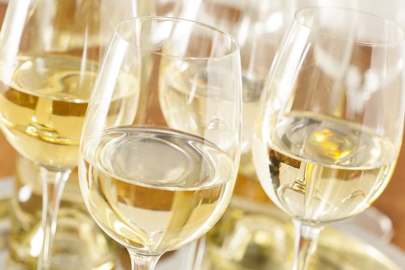 A preliminary study on the changes to dissolved CO2 in bottled white wine following pouring and during consumption – implications for winemakers
